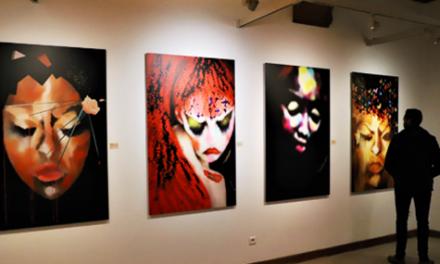 """""""A FLEURS DE MONDES"""": BOUTHAÏNA AZAMI EXPOSE À LA VILLA DES ARTS DE RABAT"""