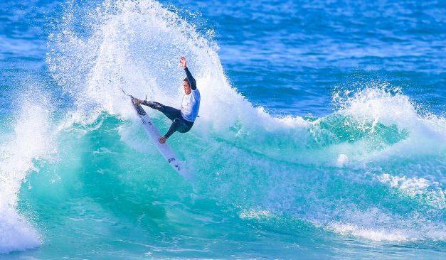 Agadir: Les surfeurs goûtent aux belles sensations des vagues de la plage d'Anza