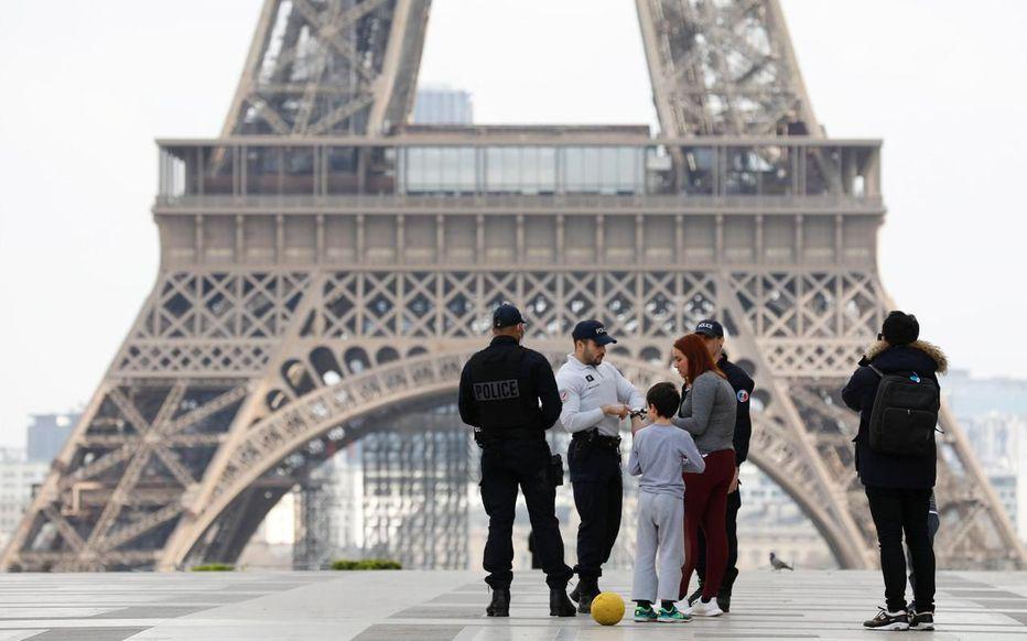 COVID-19: la France officiellement en état d'urgence sanitaire