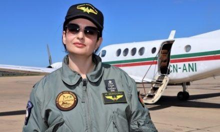 Hanae Zerouali: Parcours exceptionnel de la première femme à prendre les commandes d'un avion militaire