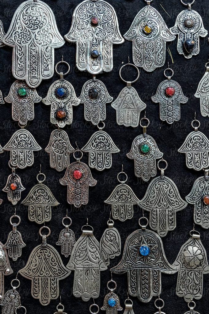 kamsa o la Main de fatma, un porte bonheur en Afrique du Nord 3