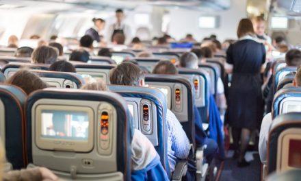 COVID-19: La distanciation physique dans les avions ferait grimper le prix des billets de plus de 50%