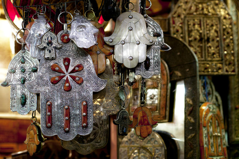 kamsa o la Main de fatma, un porte bonheur en Afrique du Nord
