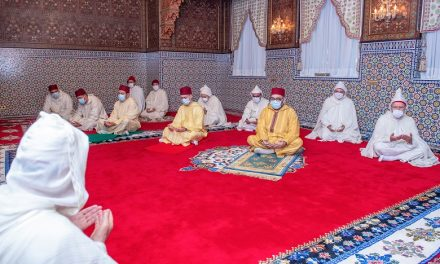le Roi Mohammed VI accomplit la prière de l'Aïd Al-Fitr