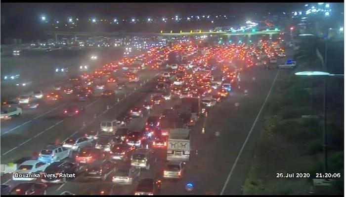 Embouteillages après l'annonce de l'interdiction de quitter ou d'entrer à Tanger, Casablanca, Marrakech et 5 autres villes 1