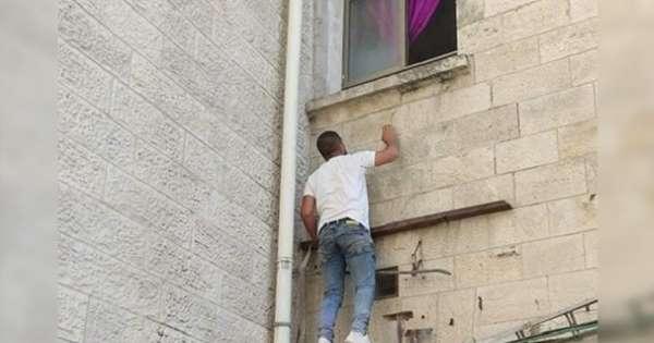 L'incroyable geste d'un Palestinien pour voir sa mère atteinte du Covid-19 une dernière fois 1