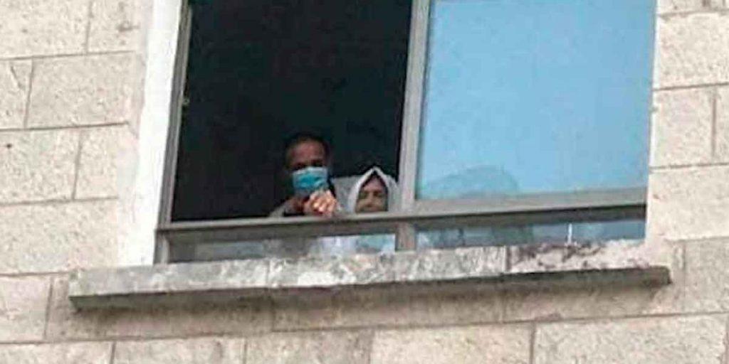 L'incroyable geste d'un Palestinien pour voir sa mère atteinte du Covid-19 une dernière fois 2