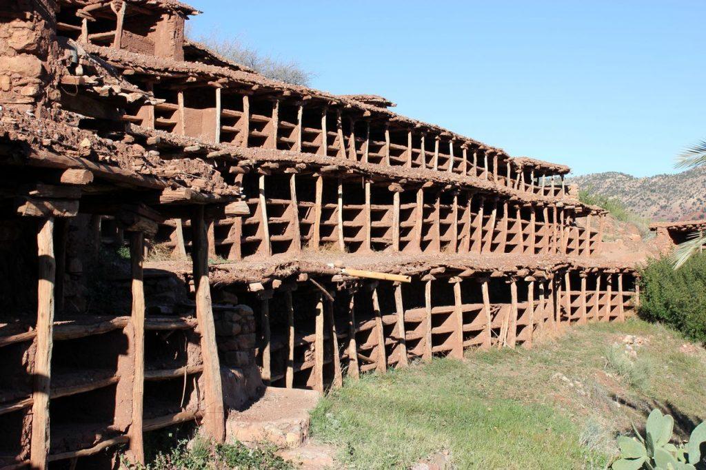 Inzerki, plus grand rucher traditionnel du monde 1