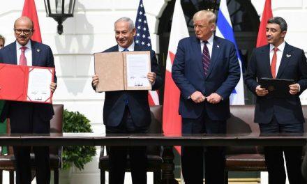 Israël signe des accords historiques avec les Emirats et Bahreïn à la Maison Blanche