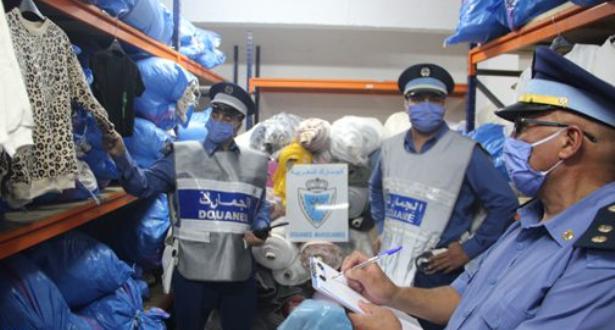 Tanger: saisie de plus de 26.000 unités de vêtements de prêt à porter de contrebande