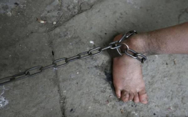 un individu arrêté pour avoir séquestré sa femme dans une étable pendant plus de 10 ans