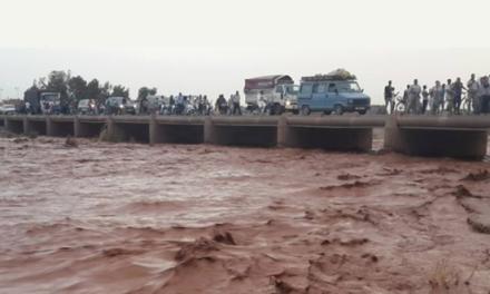 Inezgane: Sauvetage de 5 personnes bloquées à l'embouchure de l'Oued Souss