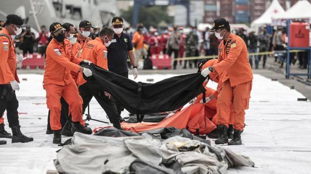 Boeing disparu en Indonésie: les deux boîtes noires localisées 1