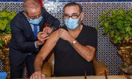 le Roi lance la campagne nationale de vaccination contre la Covid-19