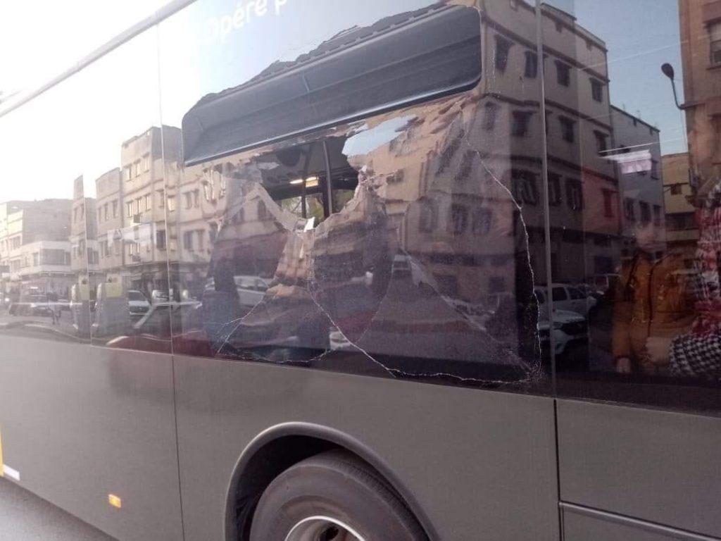 Les nouveaux bus de Casablanca sont déjà la cible d'un acte de vandalisme 1