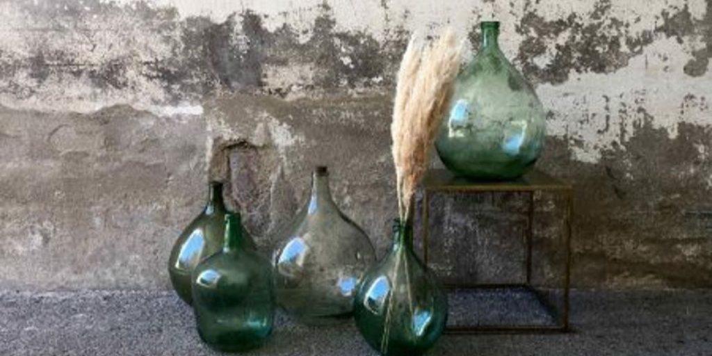 Bouteilles en verre trouvées à l'ancienne Medina de Tanger datant du 14ème siècle 1