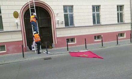 Le drapeau marocain décroché de l'ambassade du Maroc à Berlin