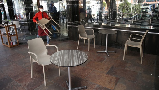 presque UN QUART des établissements CAFÉS & RESTAURANTS ont définitivement FÉRMÉ