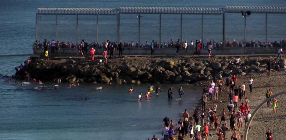 au moins 5.000 migrants entrent à SEBTA depuis le Maroc en une seule journée