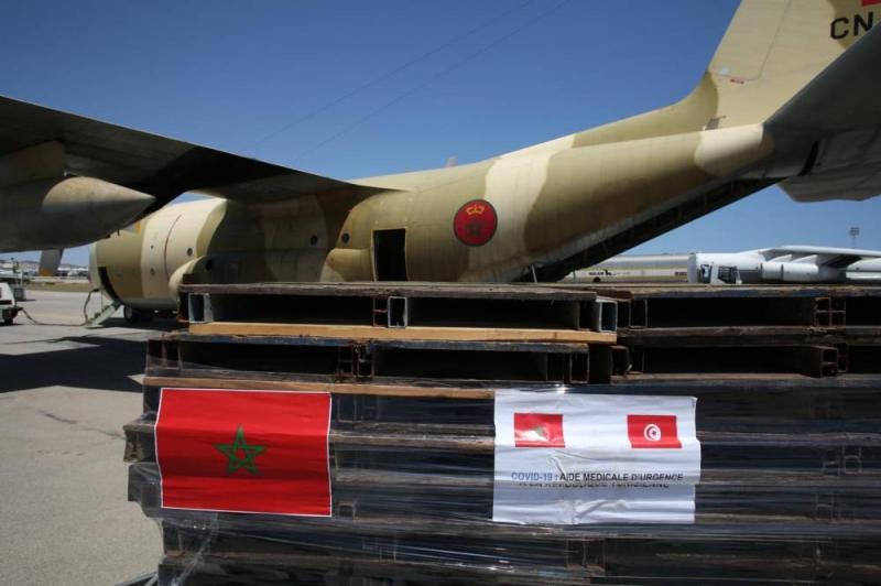Arrivée à Tunis d'un nouvel avion transportant l'aide médicale d'urgence ordonnée par le Roi