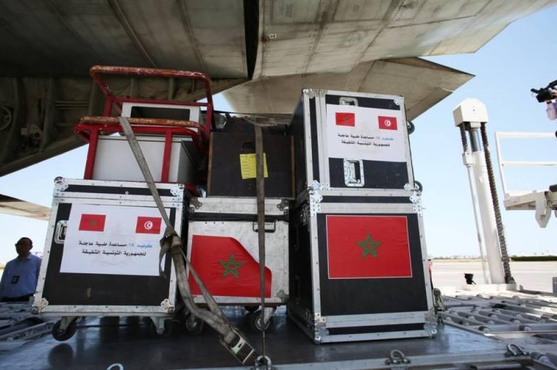 Arrivée à Tunis d'un nouvel avion transportant l'aide médicale d'urgence ordonnée par le Roi 1
