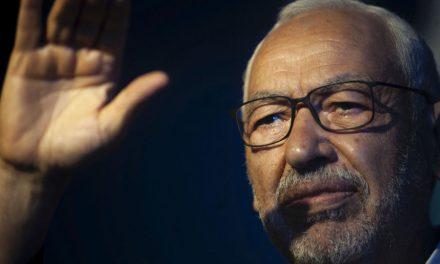 Crise politique en Tunisie: le chef du Parlement Ghannouchi en sit-in devant la chambre, bloquée par l'armée