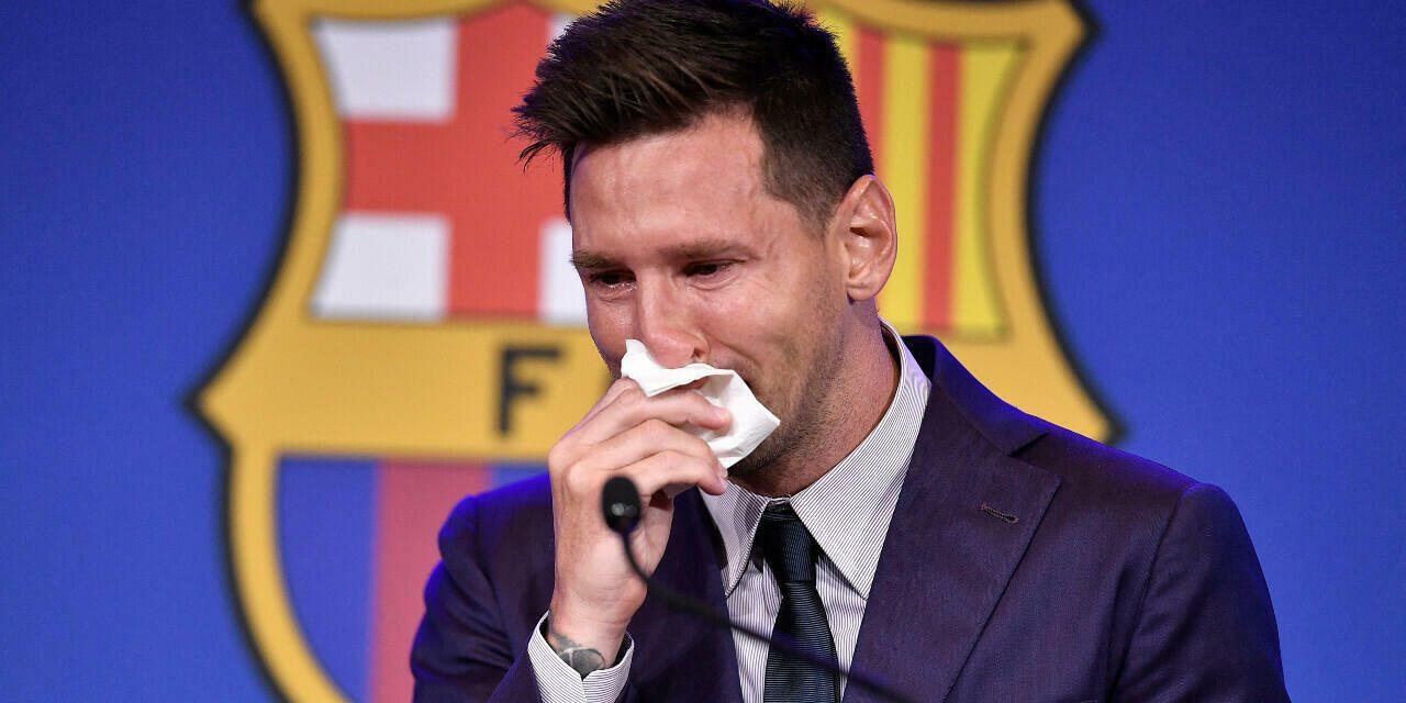 En larmes, Lionel Messi dit adieu au FC Barcelone