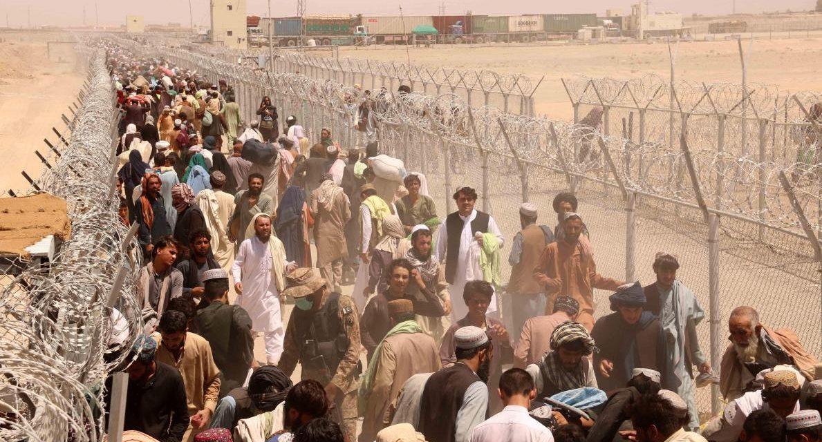 Afghanistan: les talibans à Kaboul, le président en fuite à l'étranger