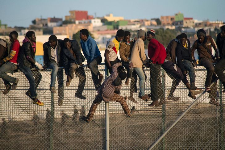 700 migrants tentent d'entrer dans l'enclave de Melilla